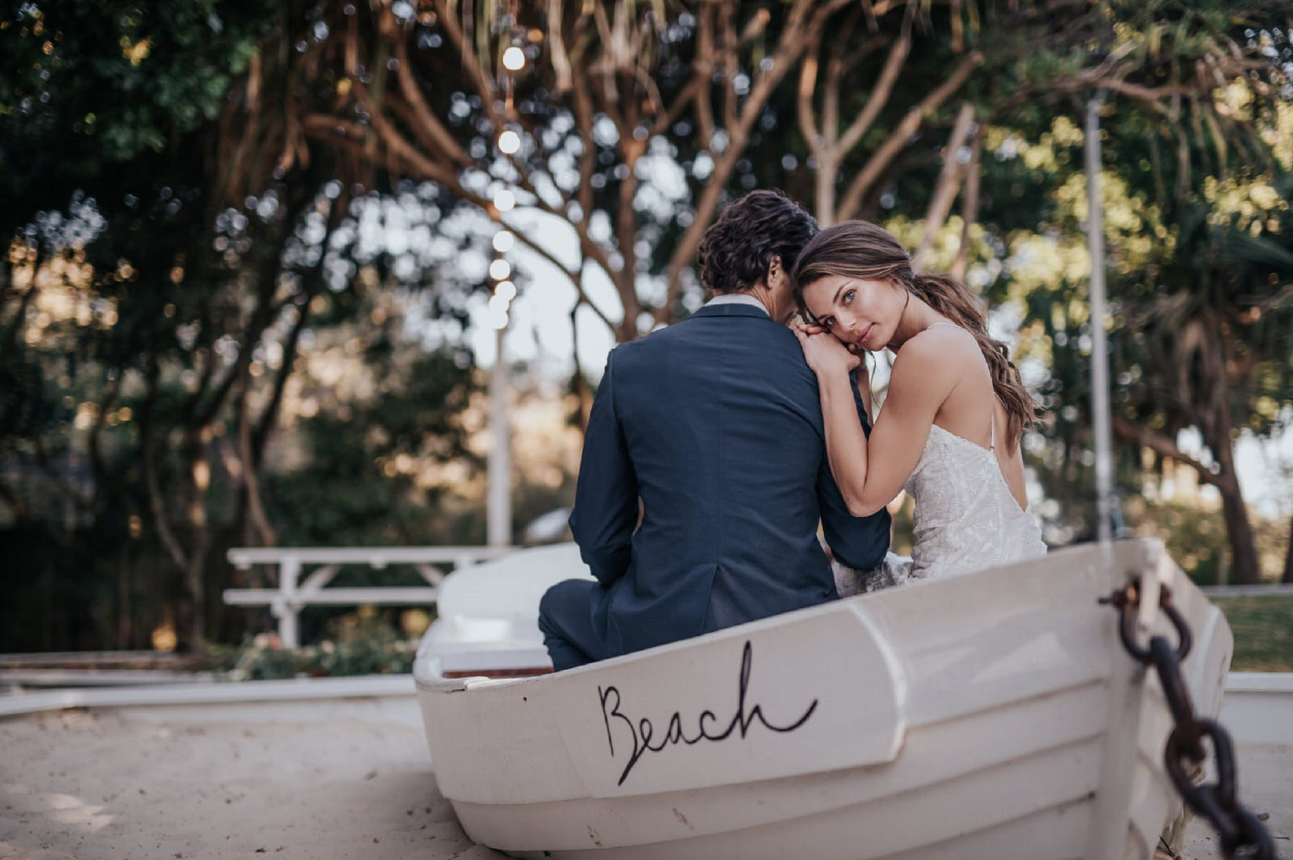 bride and groom prenup in the beach