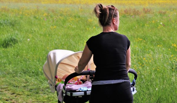 Consumers Tips for Buying a New Baby Pram With Bassinet Set