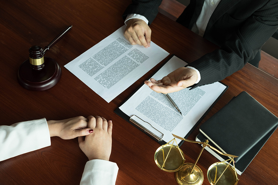 divorce lawyer in Sydney meeting a female client