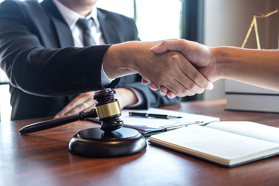 Criminal lawyer in Melbourne meeting a client